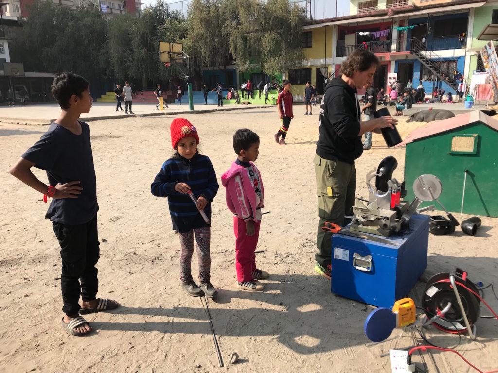 Das L'Unique Foundation Team hat seine Arbeiten bei Nawa Asha Griha – ein Heim für Strassenkinder in Kathmandu, Nepal begonnen