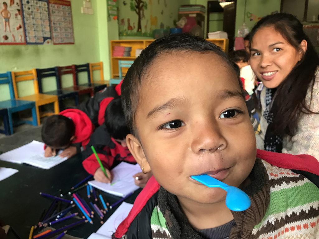 Das ansteckende Lachen der Strassenkinder und die Tatsache das wir kurz vor dem erfolgreichen Ende unseres ersten Projektes sind macht uns glücklich