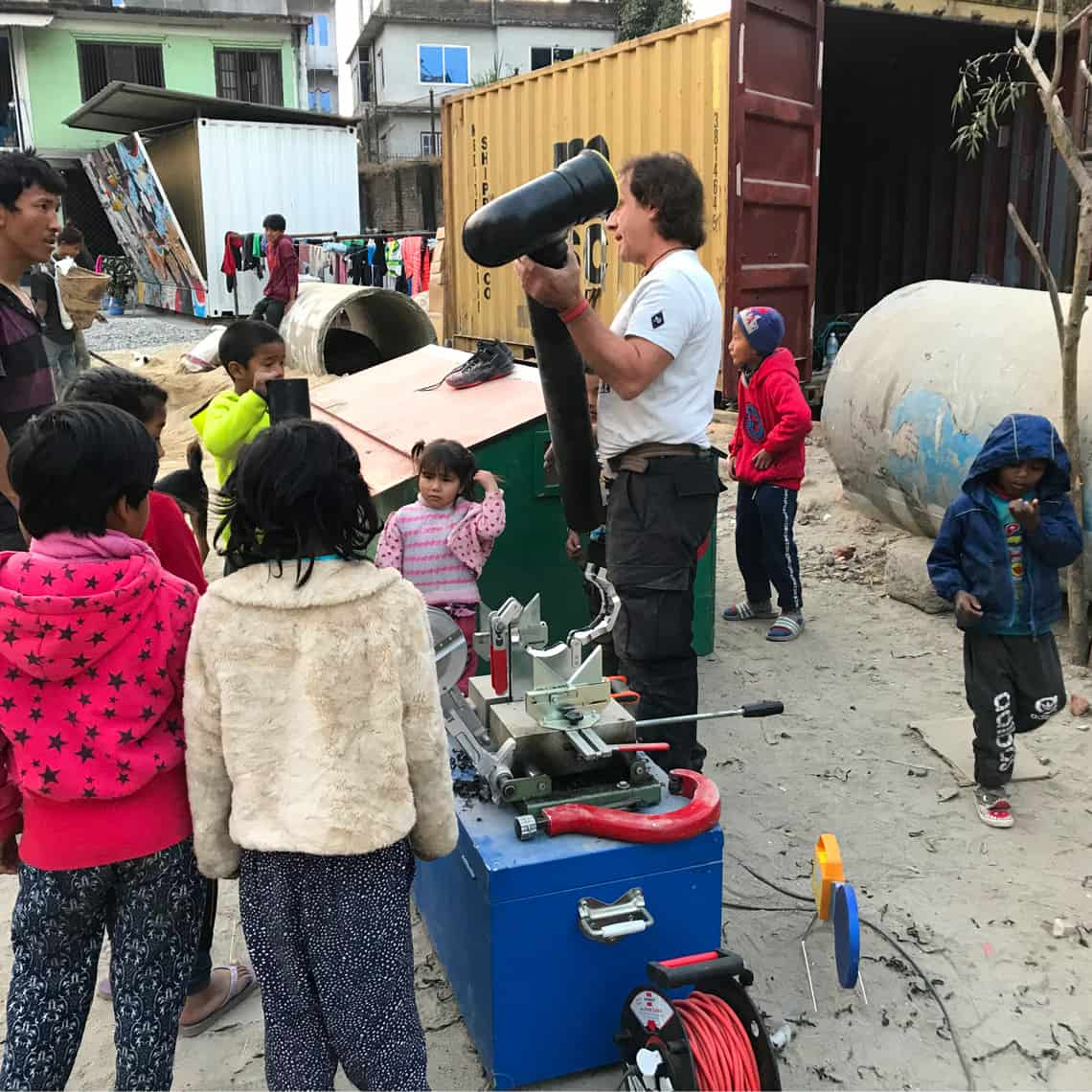 L'unique Foundation operates and supports its own aid projects in Nepal