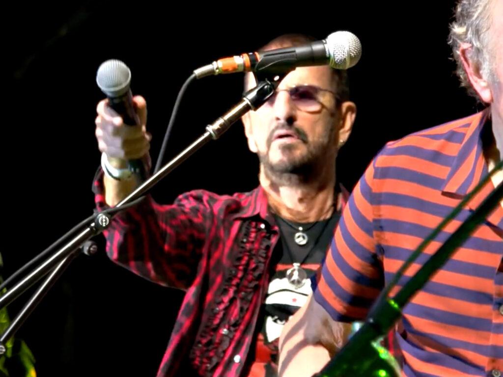 Ringo Starr's Jahres-Zusammenfassung 2019 mit L'Unique Foundation T-Shirt