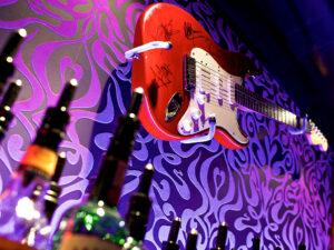 Exklusive L'Unique Foundation Ausstellung in der Pink live music bar vom Unique Hotel Post Zermatt!