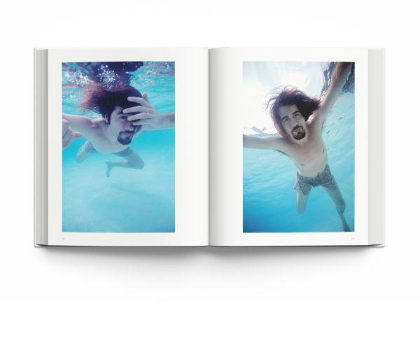 Nirvana - Never Mind The Photos. Zum ersten Mal in Buchform teilt der Fotograf seine Erinnerungen an diesen Tag, zusammen mit seinen fast 140 Outtakes